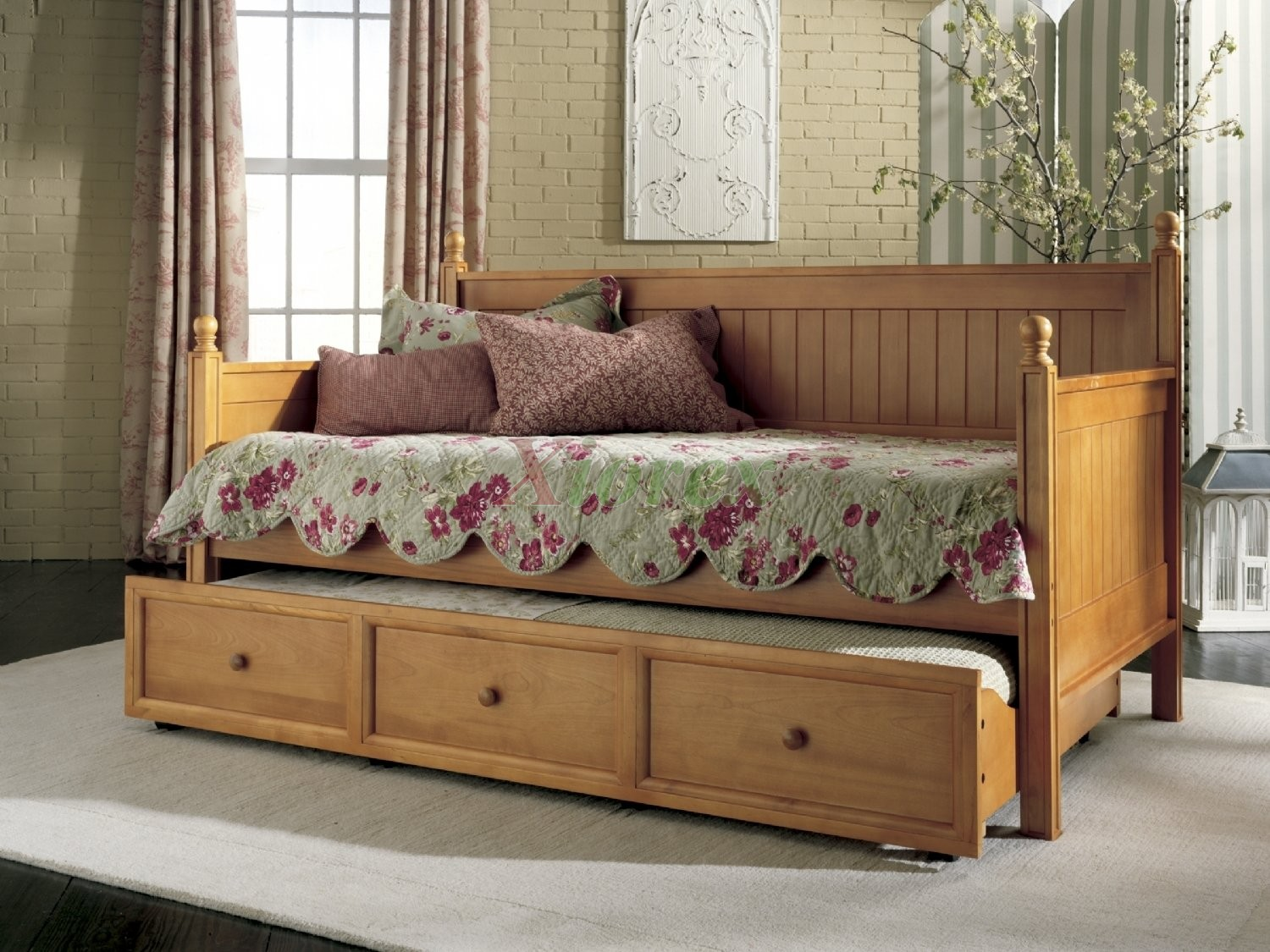 Casey Daybed -Twin Size Daybed w Guest Trundle in Honey Maple | Xiorex. - Casey Daybed - Twin Size Bed W Trundle In Honey Maple & White - Xiorex